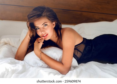 sexy hot girls in bed